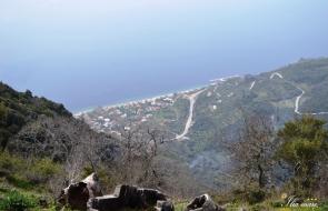 Από την κορυφή Γυμνό στα 750m με θέα το χωριό Ήλια