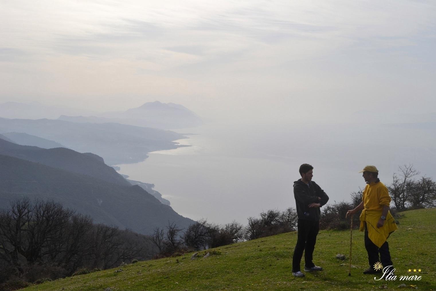 Όρος Τελέθριο κορυφή Γυμνό, μπροστά μας η Ροβιές κ το Όρος